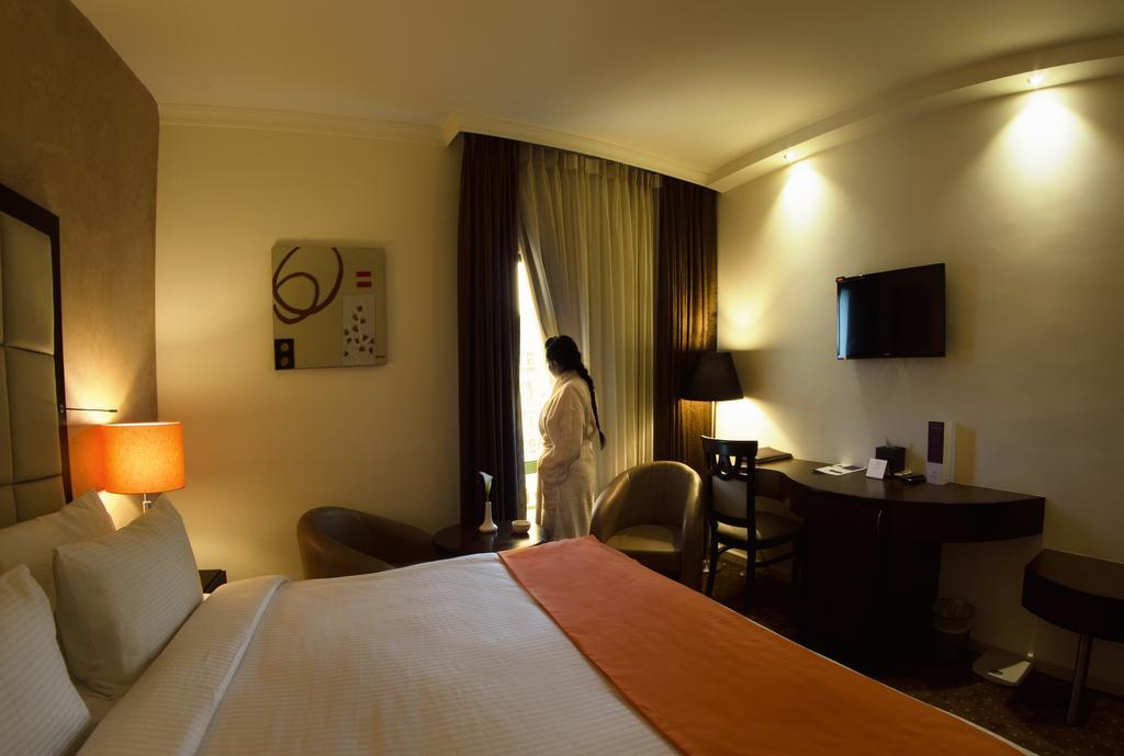 Meneur Hotel-17 of 46 photos