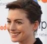 Anne Hathaway läuft gerade in Man lernt nie aus auf Sat 1