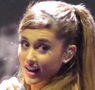 Ariana Grande läuft gerade in Victorious auf nick MTV