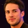 Michael Trevino läuft gerade in CSI: Miami auf RTL