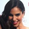 Roselyn Sánchez läuft gerade in Without a Trace – Spurlos verschwunden auf kabel eins