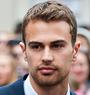 Theo James läuft gerade in Die Bestimmung – Divergent auf Sat 1