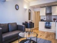2 Bed Apartment In Swiss Cottage