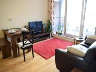 1 Bedroom Apartment In Canary Wharf With Balcony – photo 1