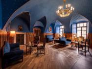 Zamek Karpniki Schloss Fischbach