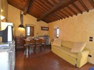 Castelfranco Di Sopra Villa Sleeps 2 Pool