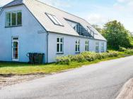 Four-bedroom Holiday Home In Knebel 5