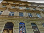 2+1, 71m², 2 Rooms Apartment, For 6 People. Fully Furnished, Kitchen, Air Conditioning, Fireplace! Prague 1, Center, 5min Walk To Wenceslas Square & Metro, Tram. Skolska Street, Nove Mesto