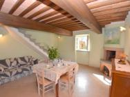 Castelvecchio Pascoli Villa Sleeps 6 Pool Air Con