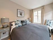*newly Renovated 2-bed In Heart Of Notting Hill*