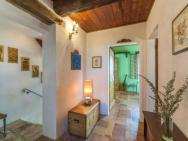Cozy Apartment In Montemaggiore Al Metauro With Garden