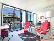 Spacious Seaviews - Staycentral