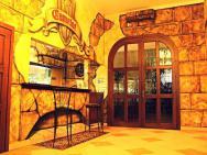 Zamek Camelot - hotel Dębica