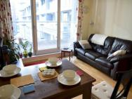 1 Bedroom Apartment In Canary Wharf With Balcony – photo 3
