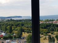 16th floor view on the sea and city. 15 minutes walk to the beach – zdjęcie 20