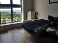 16th floor view on the sea and city. 15 minutes walk to the beach – zdjęcie 27