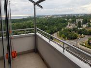 16th floor view on the sea and city. 15 minutes walk to the beach – zdjęcie 6