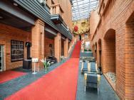 Blow Up Hall 5050 - hotel Poznań