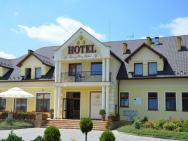 Cztery Pory Roku - hotel Rudna Mała k. Rzeszowa