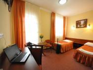 Chabrowy Dworek - hotel Teresin