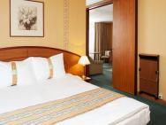 - hotel
