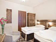 Five Stars Luxury Hostel - hotel Wrocław