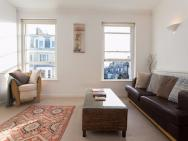 1 Bedroom Apartment In Notting Hill Accommodates 2