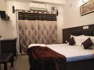 Oyo 23668 Hotel The Hridhaan Regency