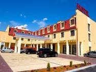 Hotel Nowy Dwór *** w Zaczerniu