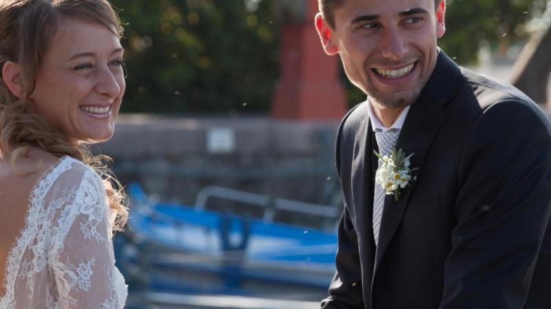 La storia di Chiara e Fabio. Conoscersi da una vita e innamorarsi in vacanza