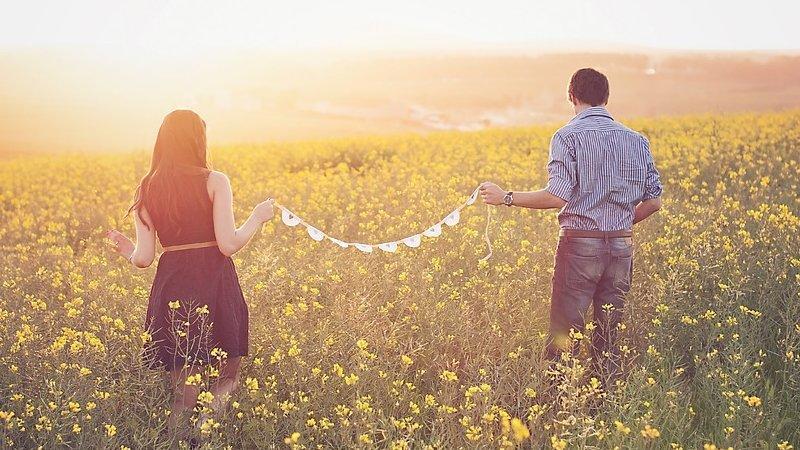 7 motivi per cui gli amici pensano che dovreste sposarvi