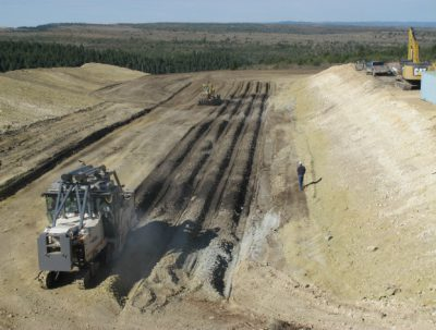 Suncor Energy struck a USD 6.6-billion deal with Canadian Oil Sands for a takeover of shares, the Calgary-based energy companies reported in a joint statement today.