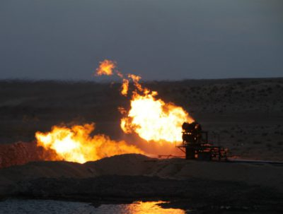 Clashes between the Islamic State and Libyan guards have led to fires near the country's ports, spreading to four oil tanks, according to Reuters report on Wednesday.