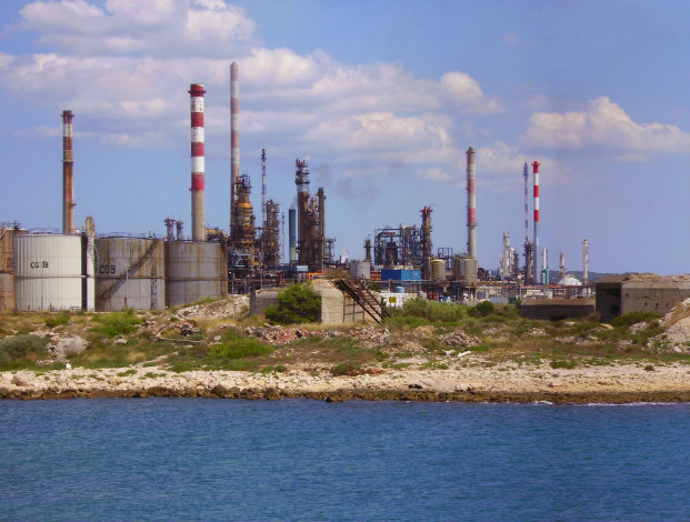 France's strike causes petrol shortage