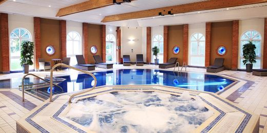 Surrey Spa Day for Two Inc Afternoon Tea & Prosecco