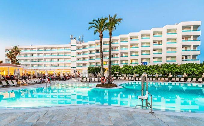 Menorca: 4 Star All Inclusive Beach Escape to Cala Blanca