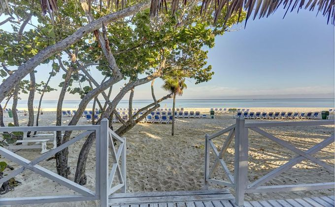 Cuba: 14 Nt All Inclusive Holiday to Award Winning Cayo Coco Hotel w/Extras