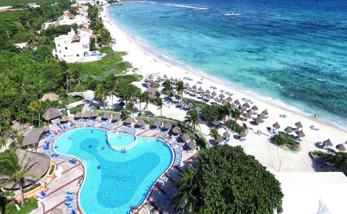 Mexico: Week-Long 5 Star 24-Hr All Inclusive Christmas or New Year Holiday on the Riviera Maya