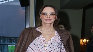 0e077e7749 Αν θέλετε να αλλάξετε γυαλιά ηλίου αυτή τη σεζόν η Μπέττυ Μαγγίρα σας  δείχνει το σωστό
