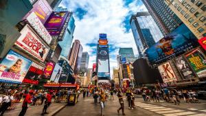 12b339a24c Το νέο άρωμα του οίκου αιχμαλωτίζει τη λάμψη και το δυναμισμό της Νέας  Υόρκης