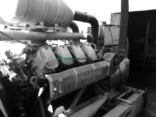 Grupo electrógeno con cuadro eléctrico y depósito de gasoil de 2000l