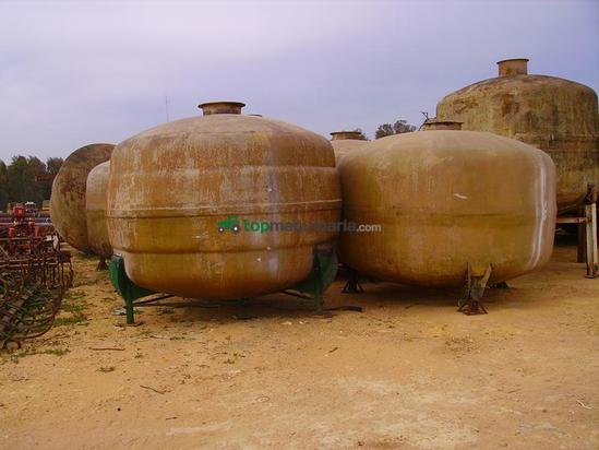 Depósitos de líquido-  bidones de poliéster usados