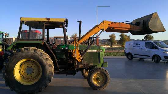 Tractor agrícola - John Deere - 2650 con pala