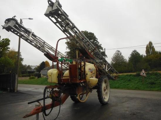 Pulverizador arrastrado - Hardi - Commander en Francia