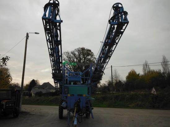 Pulverizador arrastrado - Berthoud - Mack 32 en Francia