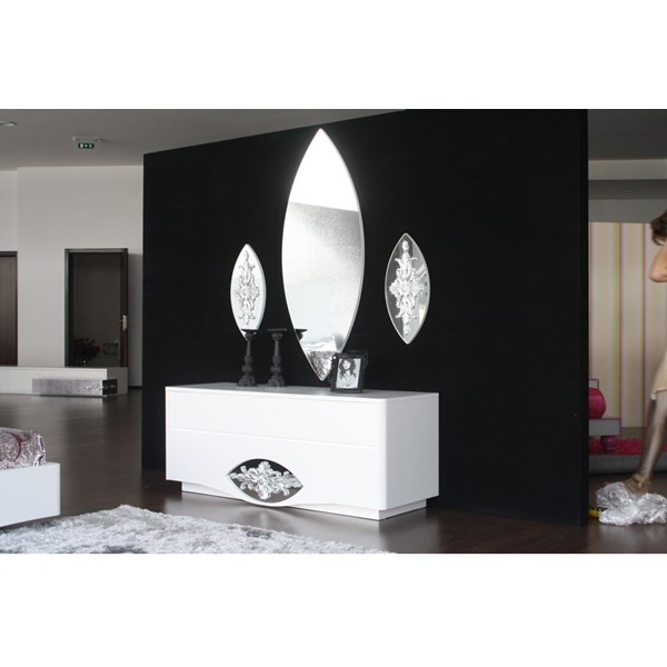Diamond frame less mirror with silver leaf carving