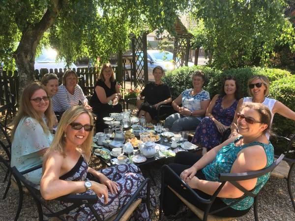 Medium swaying ladies book club