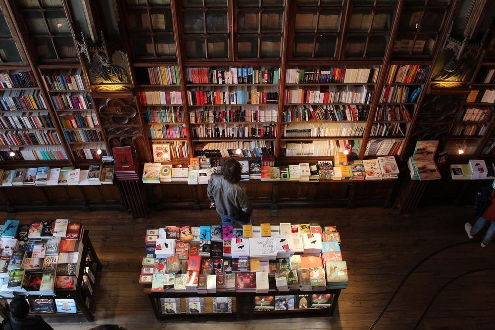 Large bookshop 2495148 1920