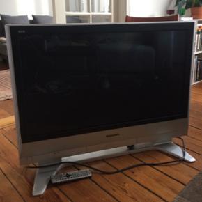 """Panasonic 37"""" HD-ready tv. Mangler du et - København - Panasonic 37"""" HD-ready tv. Mangler du et tv, hvor du kan spille tekken 3 til PS1 eller se en kamp hvor tv'et ikke vælter fordi der bliver råbt? Så er dette tv'et! Fejler intet og fjernbetjening medfølger, kom med et bud? - København"""