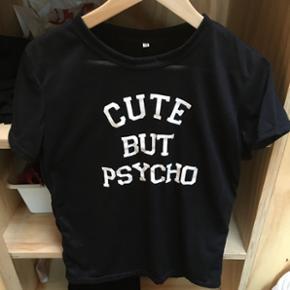"""En """"cute but psycho"""" T-shirt brugt 1 gan - København - En """"cute but psycho"""" T-shirt brugt 1 gang den er lidt gennemsigtig dem super dejlig at have på - København"""